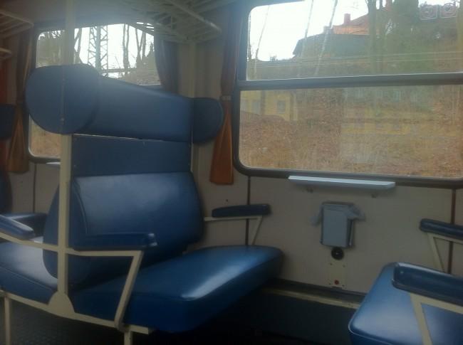Die älteren Sitzbänke sind meißt bequemer als die in neueren Zügen
