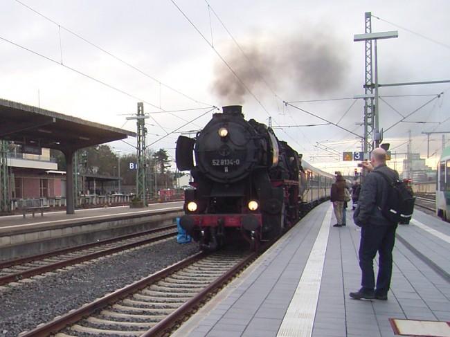 Dampflock 52 8134-0 im Limburger Bahnhof