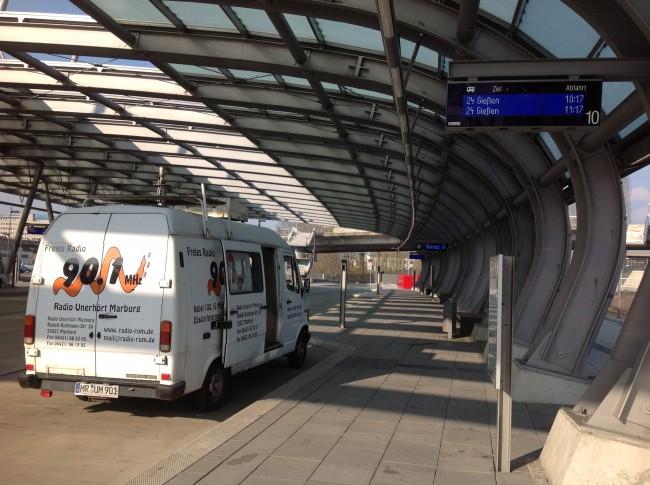 Der Ü-Wagen am Busbahnhof in Wetzlar