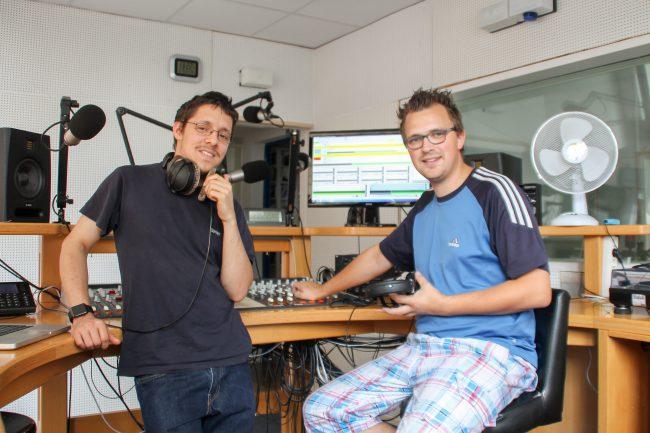 Die Moderatoren der Sendung Gregor Atzbach und Matthias Kreuzberger