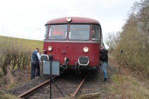 Schienenbus der Oberhessischen Eisenbahnfreunde e.V. auf der Lumdatalbahn am Gleisende in Mainzlar.